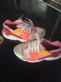 Nike huaraches size 4