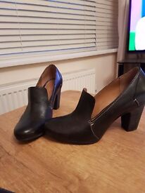 Black Clarks size 7 shoes nearly new