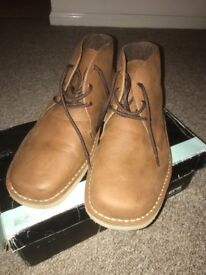 Roamers Desert Boots UK size 10. Unused