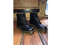 Dr Martens *Brand new* size 7. Black 1460 smooth