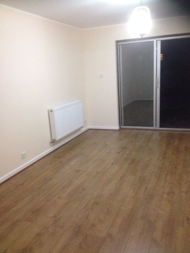 NEWLY REFURB. 2 BED HOUSE TO RENT IN CHADWELL HEATH. GARDEN, DRIVEWAY, £1300PCM.