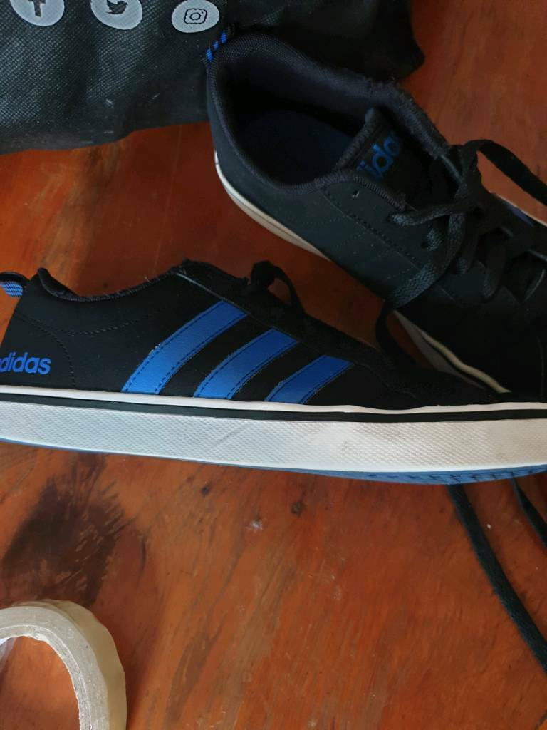 best authentic ec966 4b234 Mensboys size 6 Adidas trainers