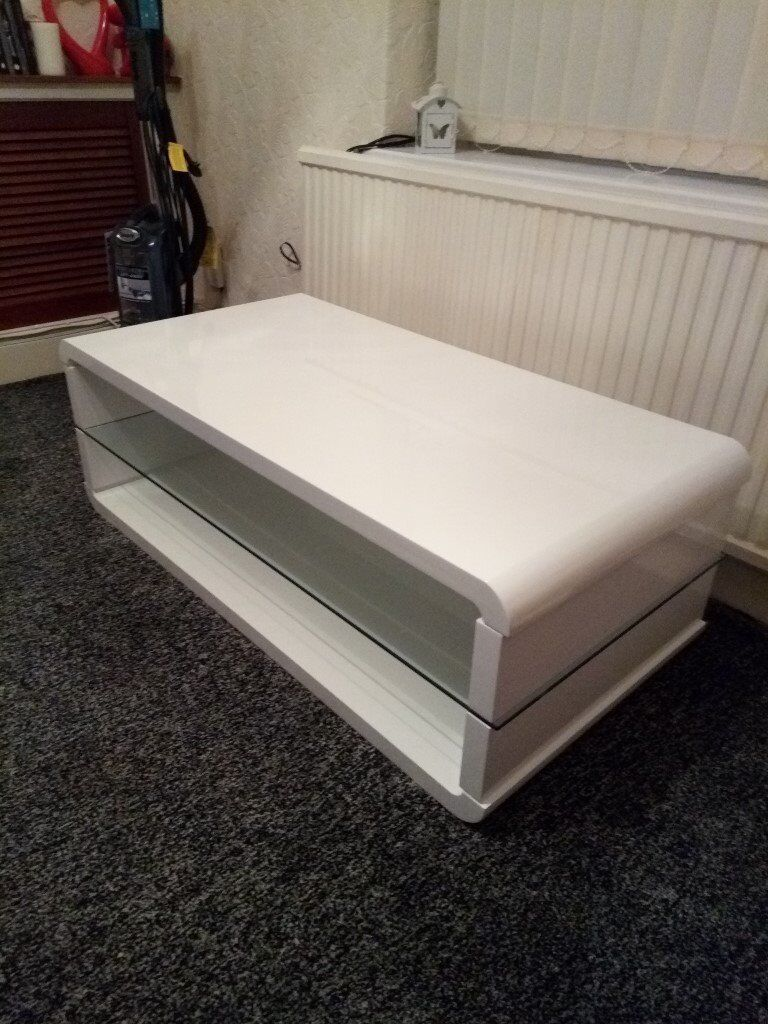 FOR SALE A LOVELY QUITE BIG WHITE COFFEE TABLE