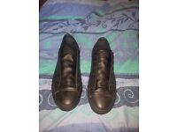 CONVERSE CHUCK TAYLOR ALL STAR LEATHER OX SHOES, SIZE 7, EXCELLENT CONDITION