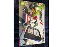 Almost brand new Nintendo 2DS console + Mariokart and Nintendogs