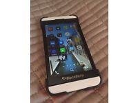 Blackberry Z10 in Excellent Condition (vodafone) + original Case + screen protector