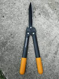 Fiskars power gear hedge shears