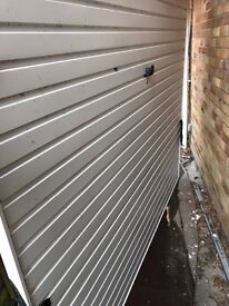White Garador Garage Door