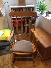 Beautiful wooden rocking chair in excellent conditions