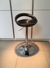 4 bar stools adjustable height great condition