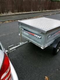 Erde 122 trailer with aluminium locking lid cover