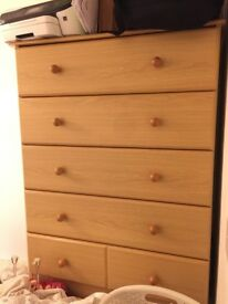 Wooden chest of drawers / Drawers chest