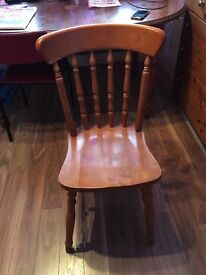 Lovely wooden table with 6 wooden chairs