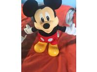 Sing and dancing Mickey mouse