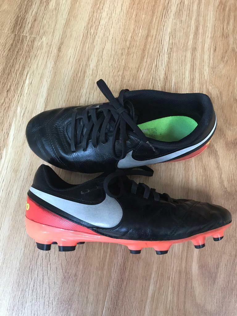 Nike Tiempo Moulded Stud Football Boots - Boys Size UK 4  a5f1fa97bc63d