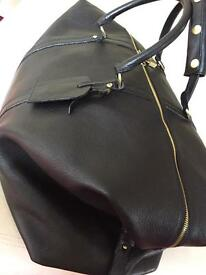 Darwin Designer Black Genuine Leather Hold-all. Not Mulberry