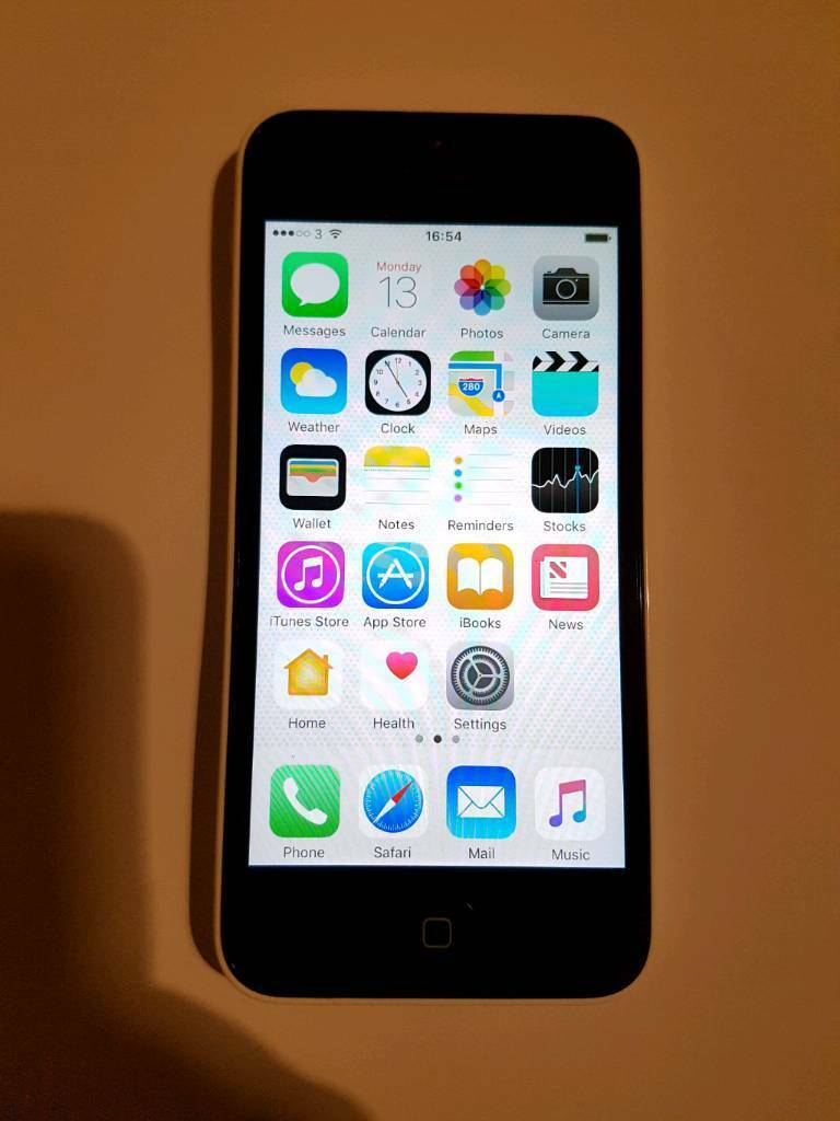 iPhone 5c 16GB White Unlocked Works with any network Great Condition