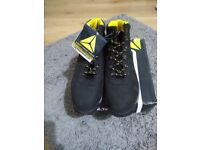 Mens Brand new safety boots size 8