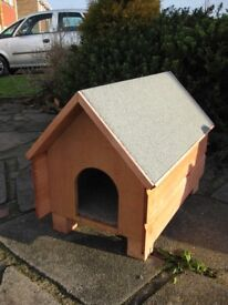 *New Large outdoor wooden cat shelter house