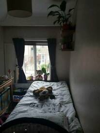 Single room to rent in W7