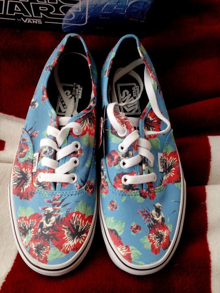 4aaddc63a1 Vans Authentic STAR WARS. YODA ALOHA. new in box with tags size 5