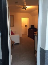 Cosy & Furnished 1 Bedroom Flat available TODAY!! Near Universities!