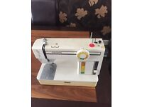 Retro sewing machine perfect order can deliver £20