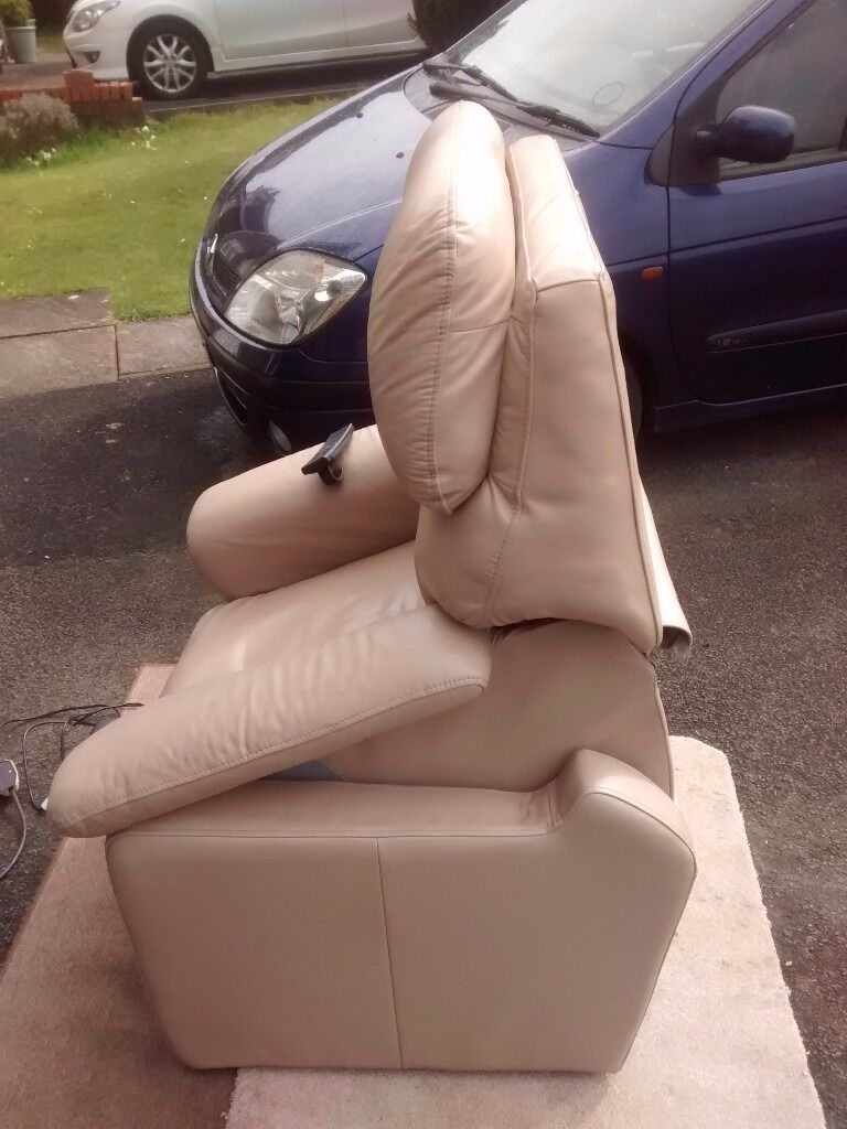 Home gt dorset leather dual motor lift and rise chair - Image 1 Of 8