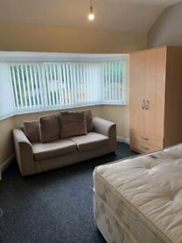SHARED ACCOMMODATION!! ROOMS TO LET!!!