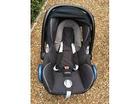 Maxi-Cosi Car Seat and Isofix Base