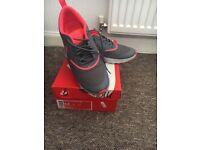 Nike Thea Trainer Women Size 6