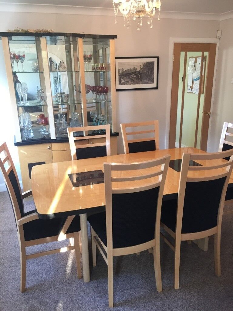 Dining room Table (extendable) & 6 chairs with matching wall unit. Ex Harveys