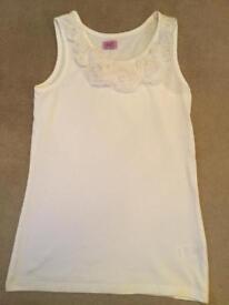 Age 8-9 girls white rose top