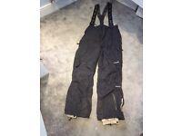 Men's Tresspass size large ski jacket, salopettes & goggles.