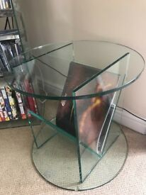 Glass magazine rack