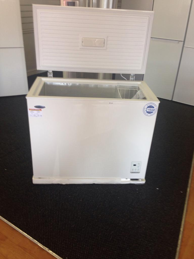 IceKing Chest Freezer (5011)