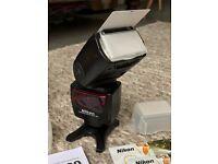Nikon SB 700 - Hot-shoe clip-on flash / flashgun / strobe - Excellent condition