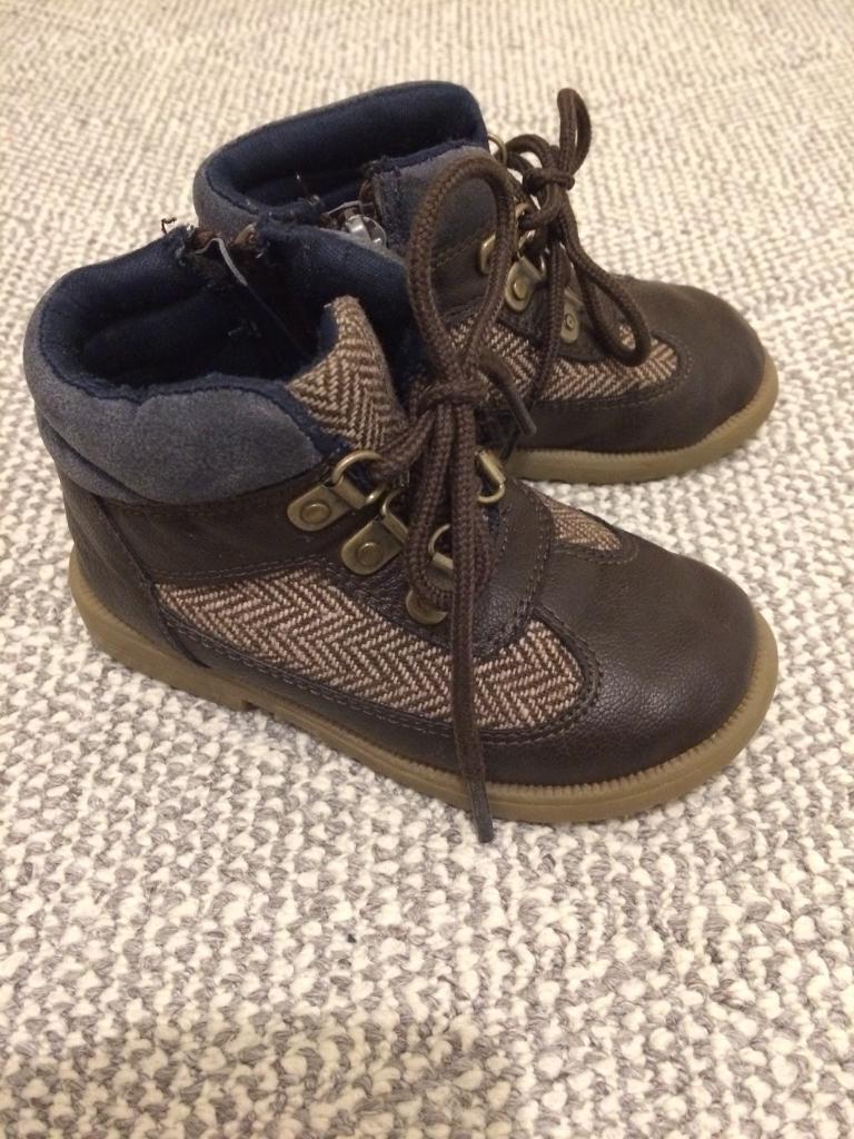 Toodler boots size 6