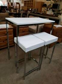 White metal breakfast bar with 2 leather stools