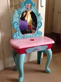 Lights and sounds Frozen dressing table