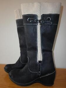 Lady's winter boots for sale.