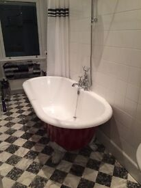 *REDUCED PRICE * Roll top bath with feet (174cm x 80cm x 63cm) excellent condition