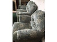 2 seater settee and 2 chairs for sale due to bereavement