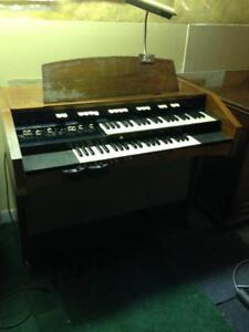 Hammond L 122 organ with foot pedals and Leslie