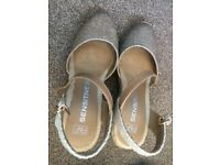 FLORENCE AND FRED GOLD WEDGES / ESPADRILLES, SIZE 4