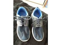 SIZE 5 PAIR OF BOYS LIGHTWEIGHT NAVY TRAINERS