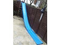 Giant slide with free slide extension