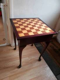 Free standing chess table and set