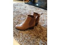 Ladies brown boots – Size 6 – NEVER BEEN WORN - £10