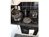 De longi matching kettle toaster & slow cooker...all in good condition must go today